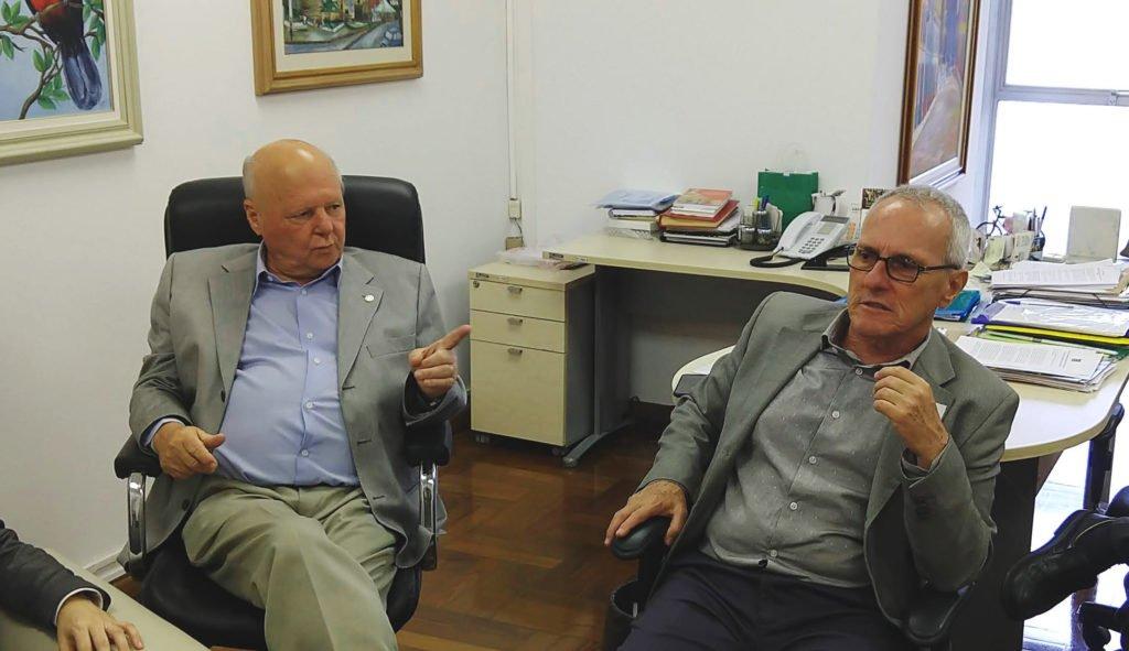 Gilson Barreto (E), vereador, e Reinaldo Pedro Correa (D), presidente do Sincomavi.